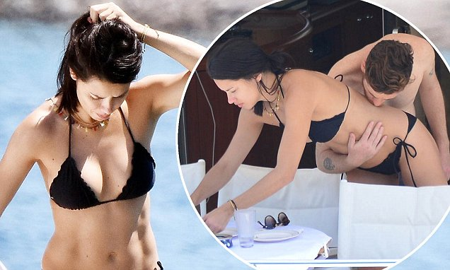 Adriana Lima Relaxes NUDE With Boyfriend on Beach image
