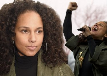 Alicia Keys and Janelle Monae SPEAK AND SING At Women's march in Washington DC!