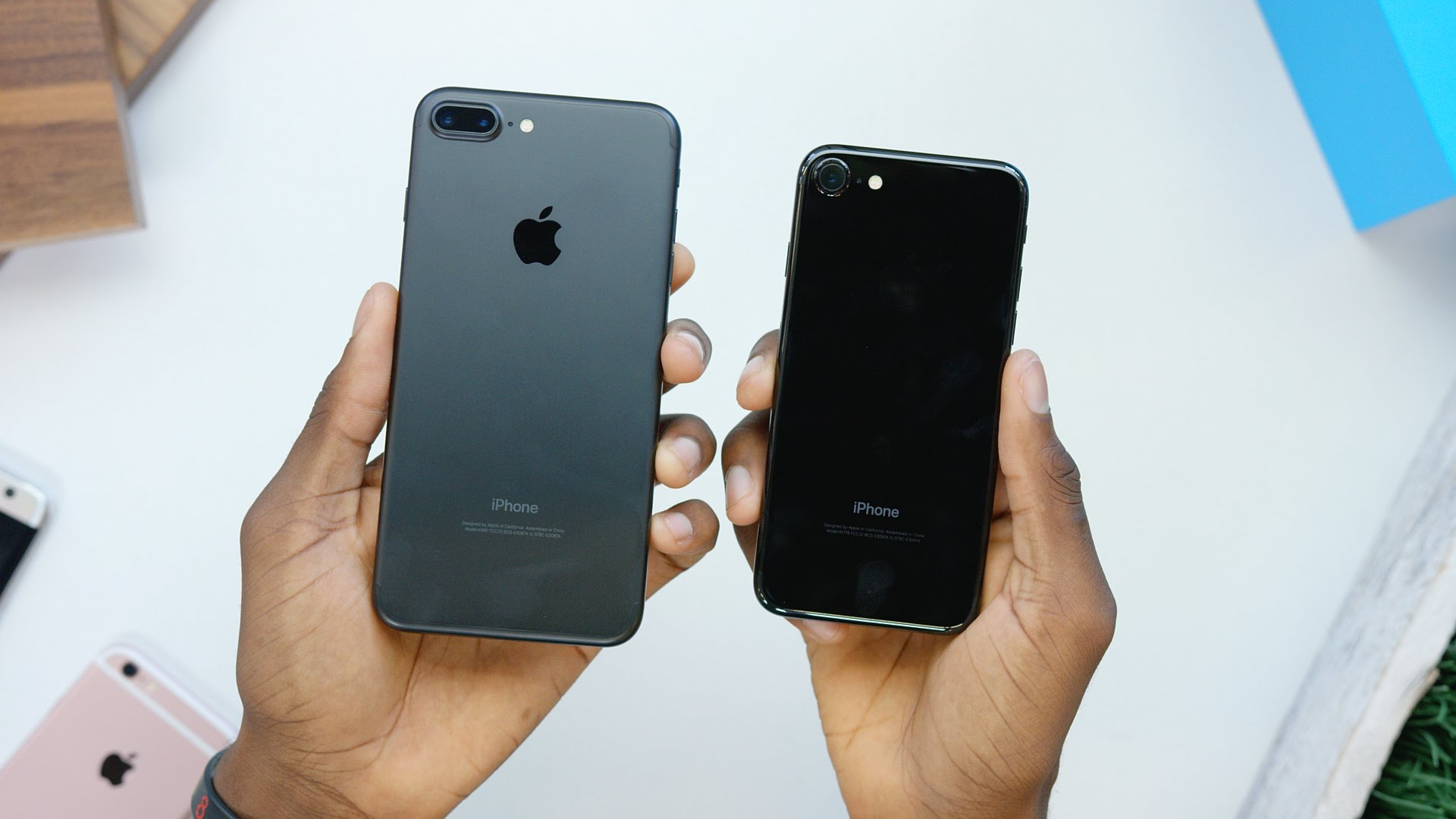 Watch Unboxing of Apple iPhone 7 in Jet Black and Matte Black image