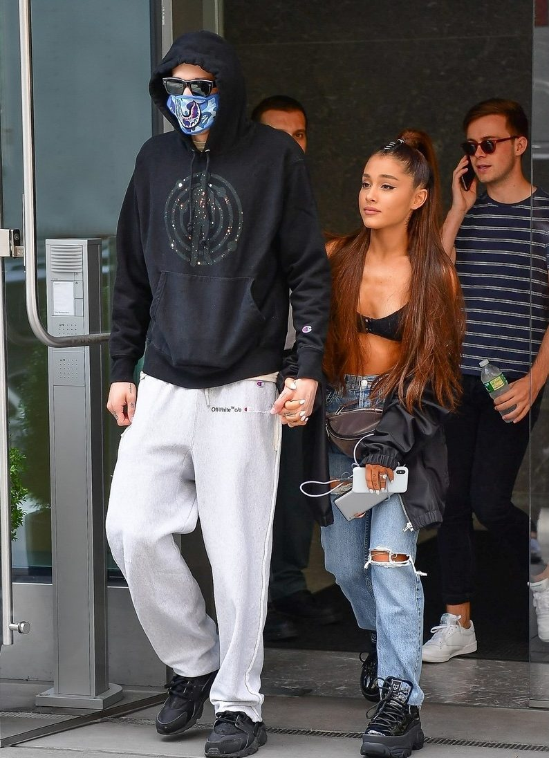 Ariana GRANDE Kisses Pete Davidson in PUBLIC While Wearing Bra and Fanny Pack! image