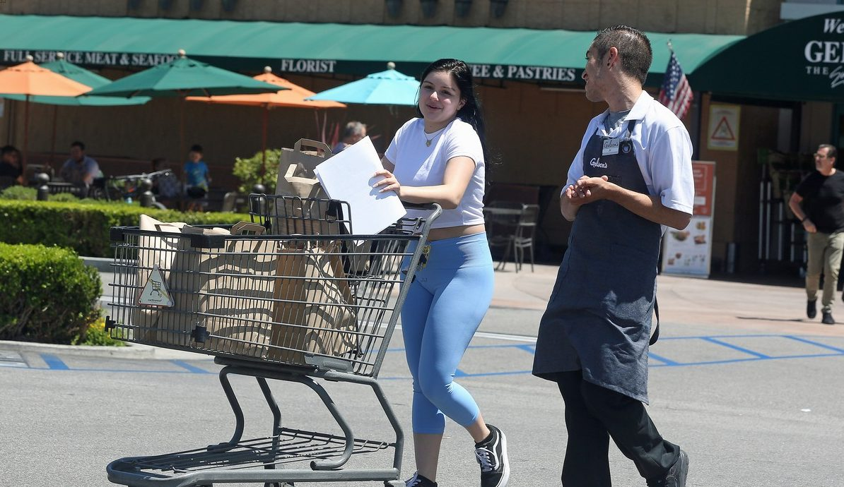 Ariel Winter Gets Handsy With Grocery Store Employee on Saturday! image