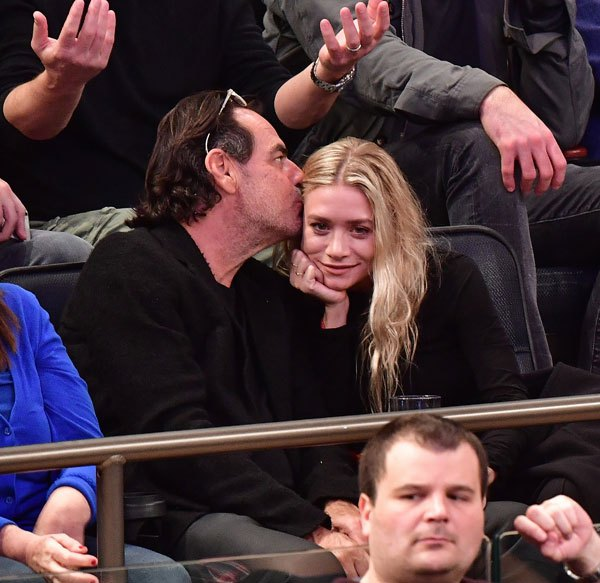 GALLERY: Ashley Olsen and Richard Sachs Smooch at Sports Game!