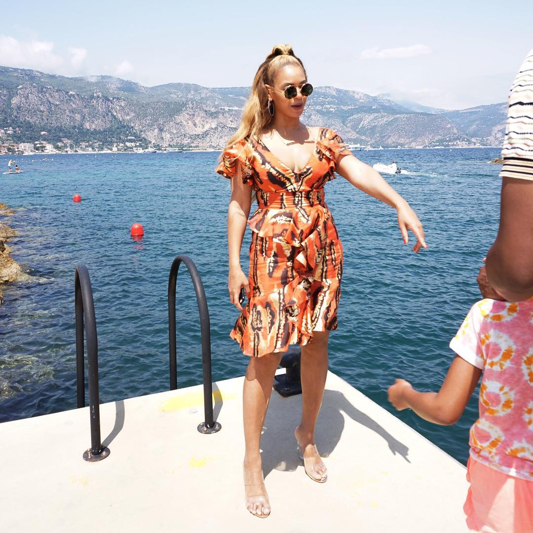 BEYONCE Shares Photos from Seaside Vacation! image