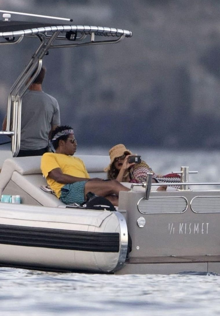 PAPARAZZI: Beyoncé Takes Photos of Jay-Z ON A BOAT! image