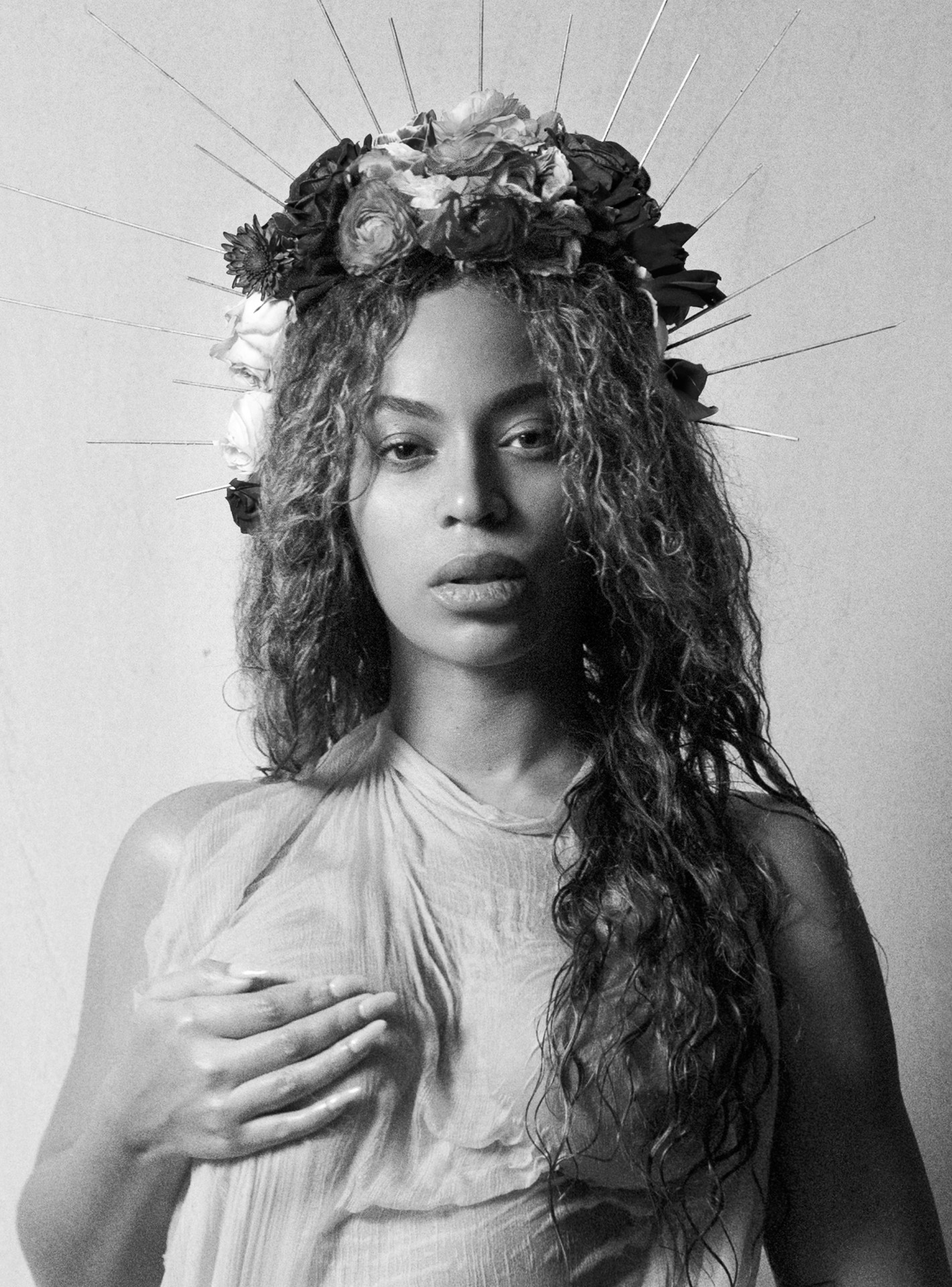 Beyoncé Posts NUDE Photo While Pregnant image