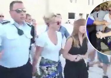Britney Spears ATTACKED By Fans at Israel Western Wall!