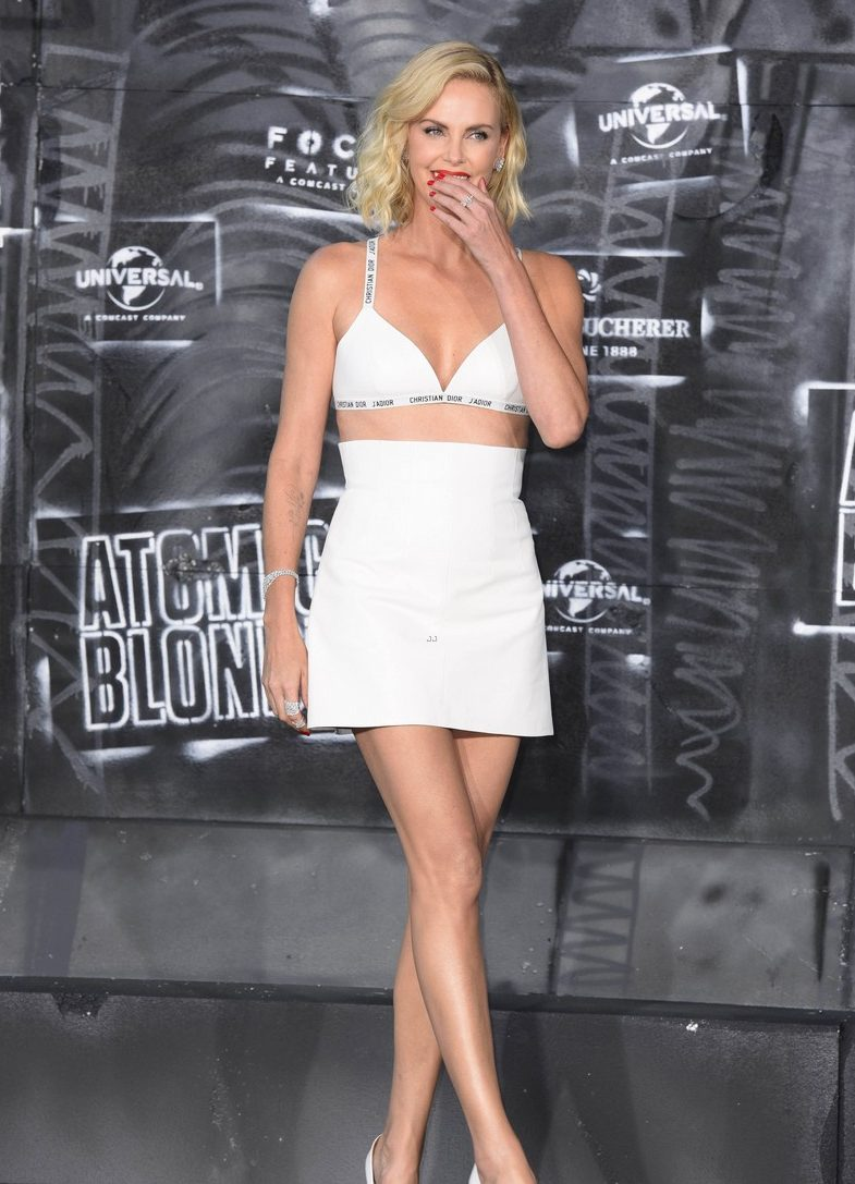 ATOMIC BLONDE: Charlize Theron is a NUDE-WOMAN On Red Carpet