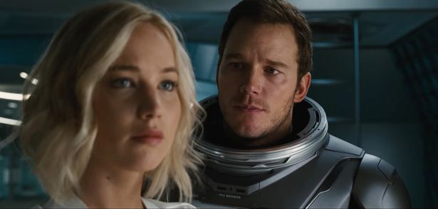 Chris Pratt Shows HUGE NUDE Muscles & Bruises From'Passengers' Set