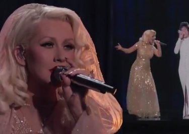 Christina Aguilera Tributes Whitney Houston!