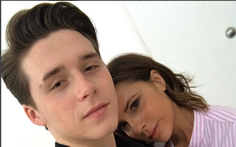 Victoria and Brooklyn Beckham Take THE PERFECT SELFIE!