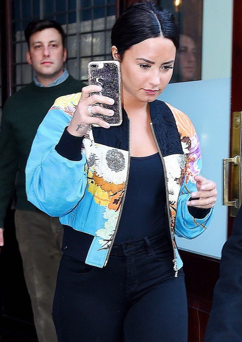 Demi Lovato NUDE PHOTO LEAK!