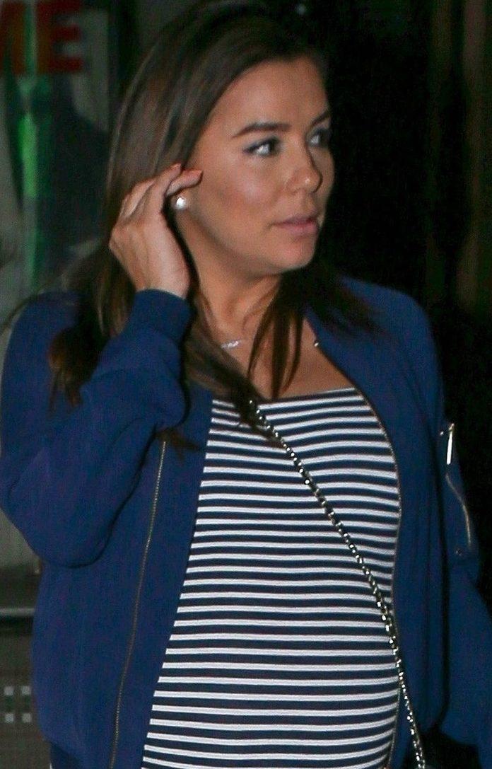 Pregnant Eva Longoria STEPS OUT! image
