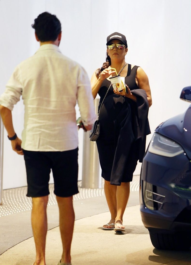 Pregnant EVA LONGORIA Enjoys Weekend EATING AND SHOPPING With Jose Baston image