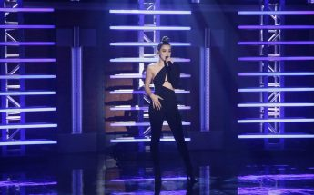 """Hailee Steinfeld """"Starving"""" For """"Late Night With Seth Myers"""""""