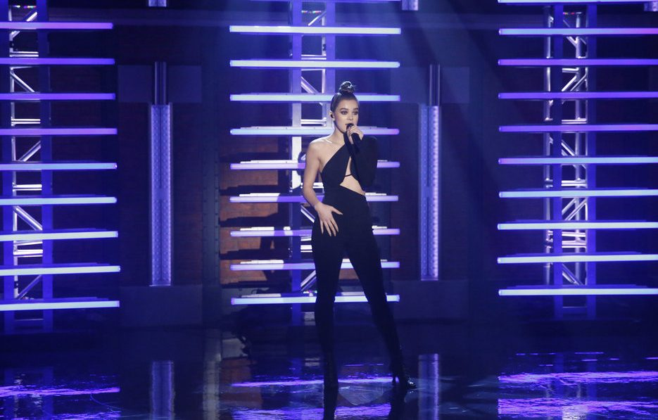 "Hailee Steinfeld ""Starving"" For ""Late Night With Seth Myers"""