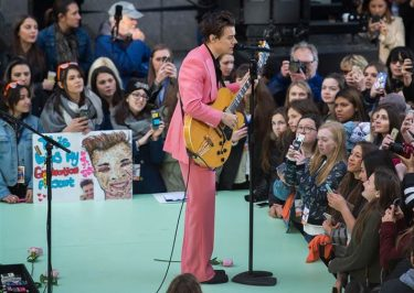 Harry Styles Performs 'Carolina' For the Very FIRST TIME!