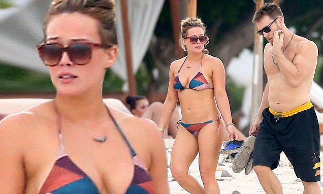 Exclusive... Premium: Hilary Duff And Jason Walsh Hang Out At The Beach In Puerto Vallarta ***NO INTERNET W/O PRIOR AGREEMENT***