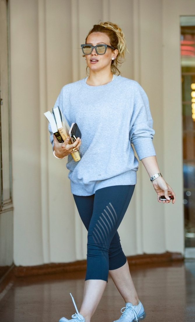 BOOKWORM: Hilary Duff Shops For BOOKS In Los Angeles!