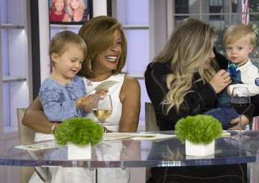 KELLY CLARKSON Talks Motherhood With HODA on 'Today' Show