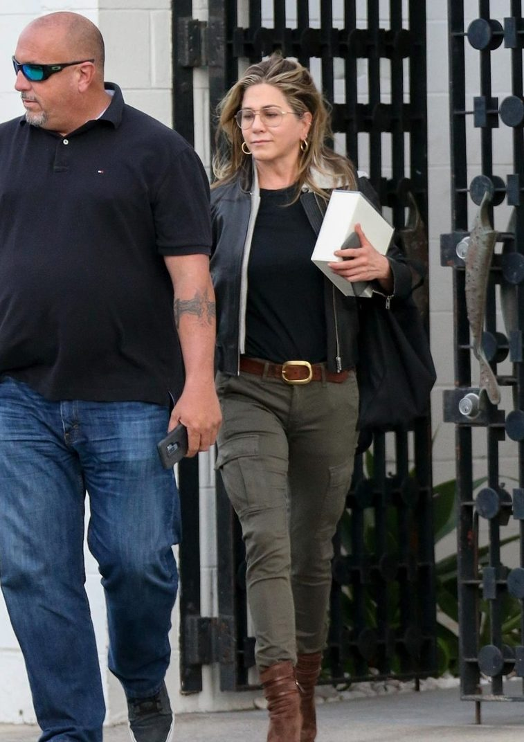 SINGLE Jennifer Aniston Wears Boots and ARMY Pants to Salon After Divorce! image
