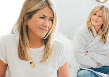 JENNIFER ANISTON @ HOME : Actress Hangs Out Indoors With SmartWater
