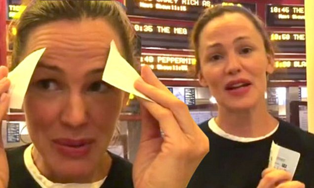 Jennifer Garner Watches Herself For the Very FIRST TIME! image