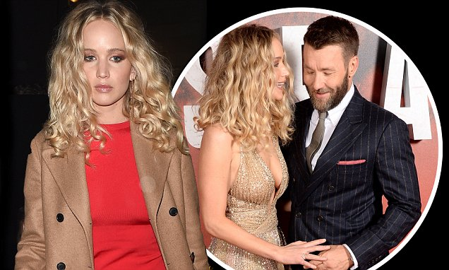 Jennifer Lawrence Looks MISERABLE in Red Before RED SPARROW Premiere! image