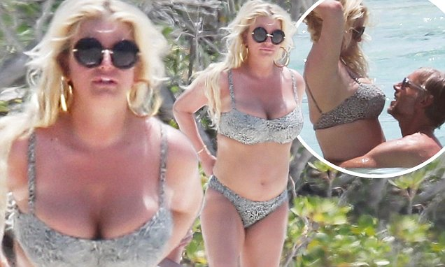 Jessica Simpson Goes NUDE in the Bahamas! image