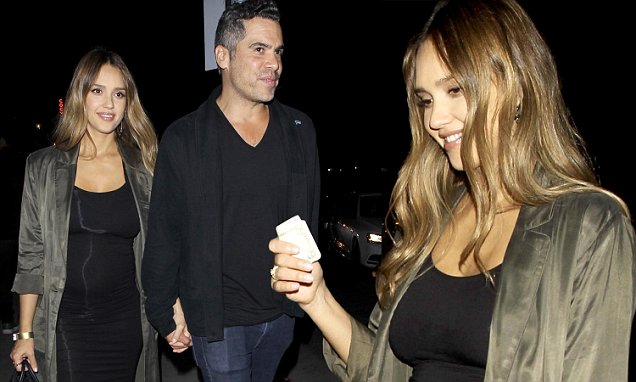 Jessica Alba Shows BABY BUMP During Dinner Outing image