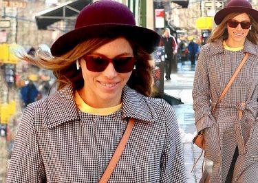 Jessica Biel Walks Around New York City ALONE!