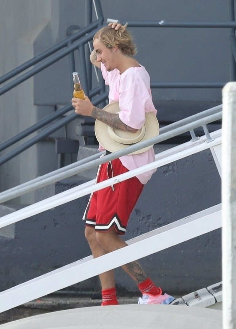 BOOZY RIDE: Justin Bieber's BEER BINGE During Sea Outing image