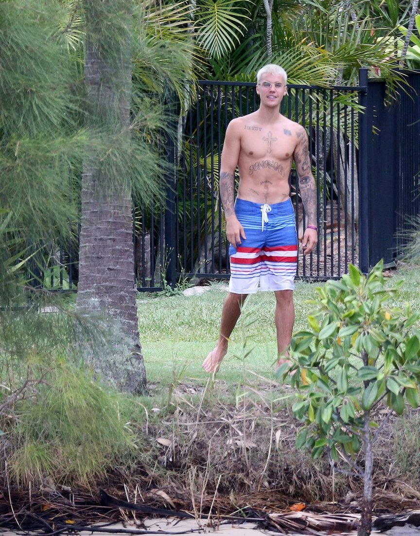 Justin Bieber GOES NUDE On Australian Island! image