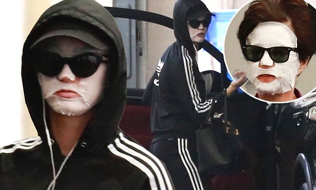 Katy Perry Wears a White Mask After Leaving Salon image