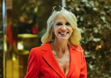 'Saturday Night Live' Dedicates Musical to Trump Advisor Kellyanne Conway
