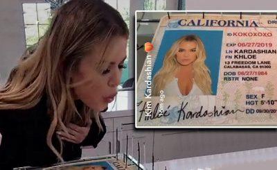 Khloe Kardashian CELEBRATES NAME Change With Amazing Cake!