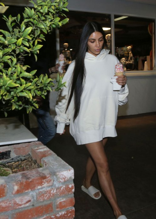 Kim Kardashian Looks Skinny and Exhausted Post Parisian Robbery! image