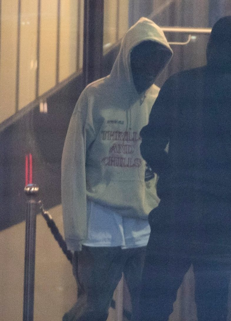 Kylie Jenner and Travis Scott FLY AWAY to Paris! image