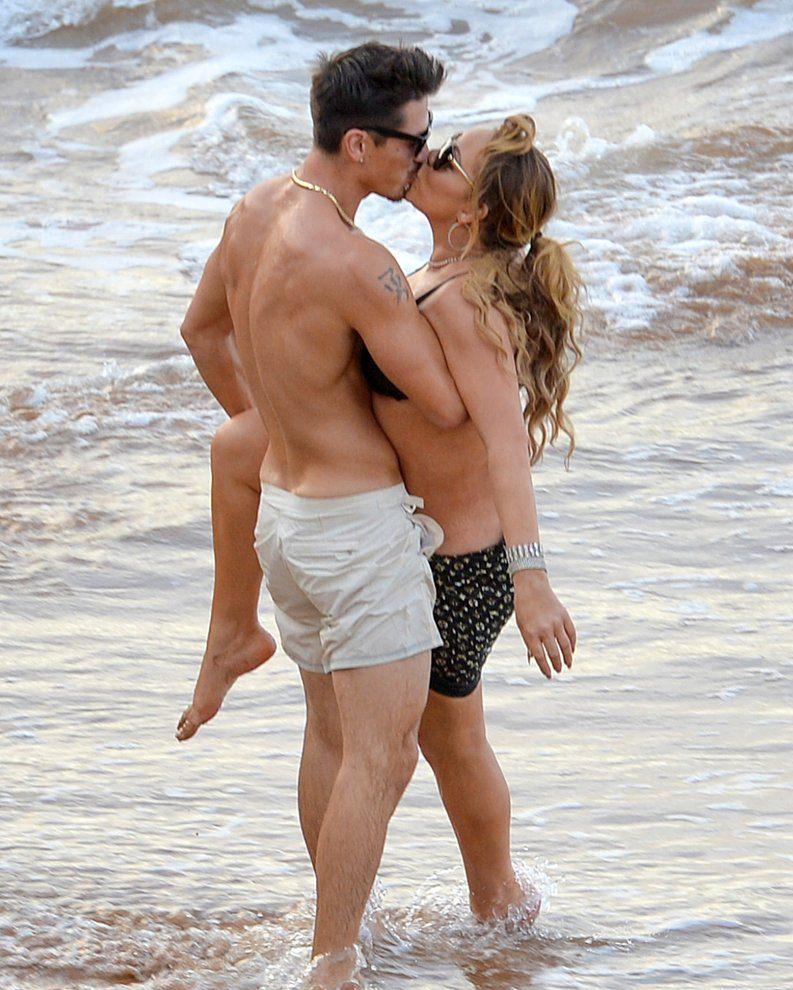 SO AWKWARD: Mariah Carey Gets Up Close & Personal With Bryan Tanaka in HAWAII! image