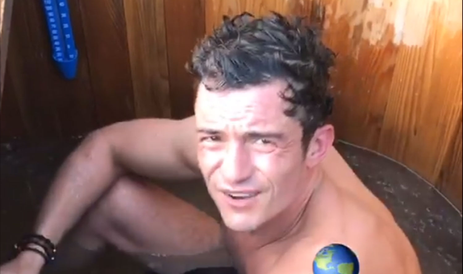 Orlando Bloom Goes NUDE and Gets 'Blue Balls' on Earth Day! image