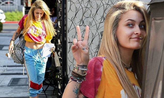 PARIS JACKSON Debuts New Blonde Hairdo! image