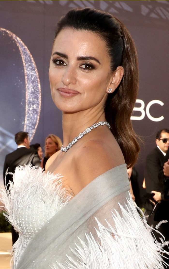Penelope Cruz Looks Like a Dove at Emmys 2018 Red Carpet image