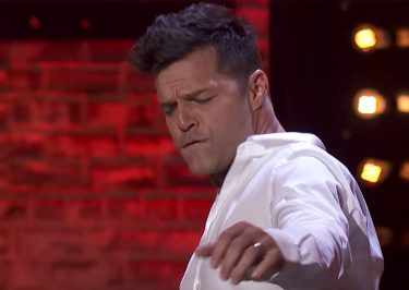 Ricky Martin Dances in UNDERWEAR, Impersonates 'Risky Business' Tom Cruise!