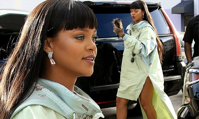 Rihanna Gets Lost By Her Lonesome in a MAZE! image