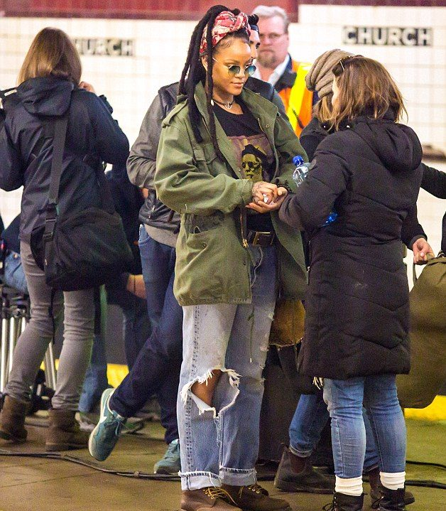 Rihanna, Mindy Kaling, and Sandra Bullock Film 'OCEAN EIGHT' Scenes on NY Subway! image