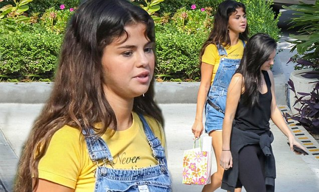 Selena Gomez Looks 12-Years-Old While Eating Breakfast at the Sheraton Hotel