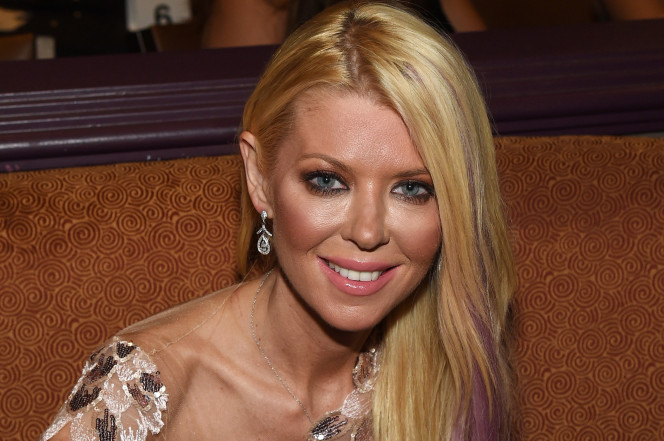 Tara Reid Gets Drunk at An Airport Bar While Her Plane Takes Off Without Her! image