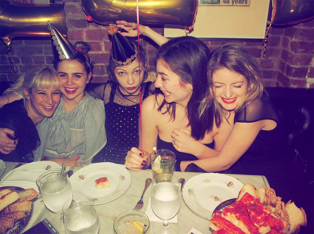 Taylor Swift Throws LORDE Amazing 20th Birthday Party!