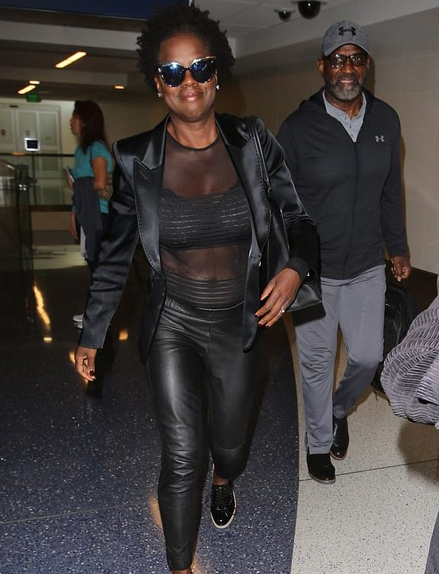 Viola Davis Shows Off Hot Body at the Airport! image