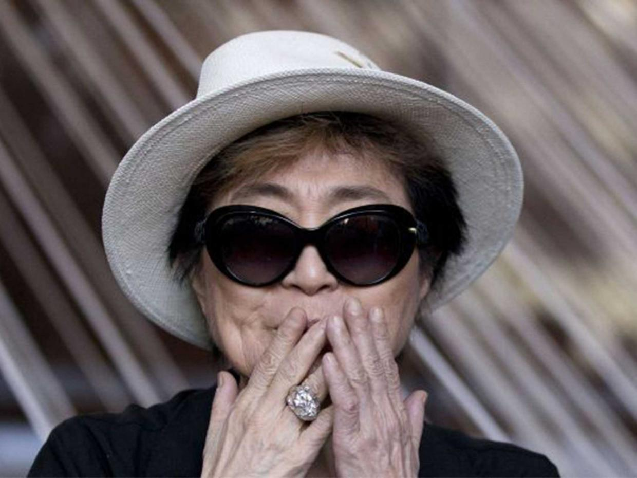 Yoko Ono Screams For Trump! image